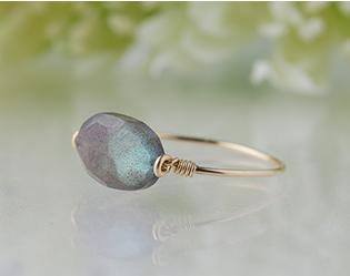 ラブラドライト*角度によって輝きが変わる魅力的な宝石