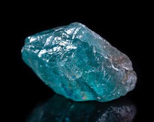 アパタイト*青でも緑でもない、深みのある宝石