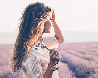 花々の旬から学ぶ、季節ごとのジュエリー