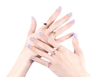 手持ちの指輪でもっと自由に表現する、重ねづけのテクニック